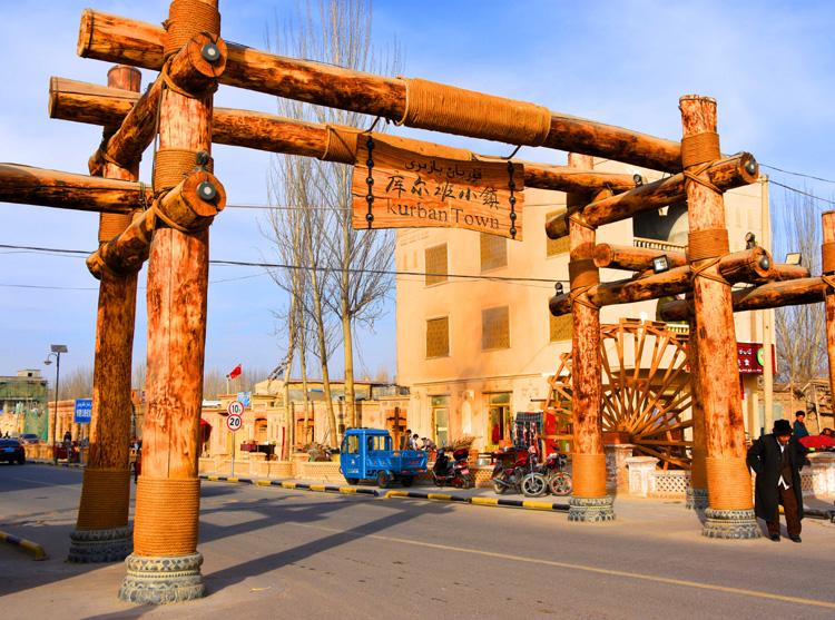 024库尔班小镇的牌坊(摄影:.jpg