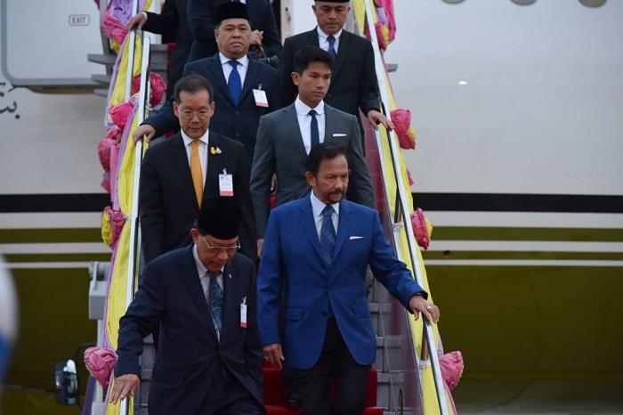 汶莱达鲁萨兰国苏丹哈吉哈桑纳尔·博尔基亚·穆伊扎丁·瓦达乌拉抵达曼谷
