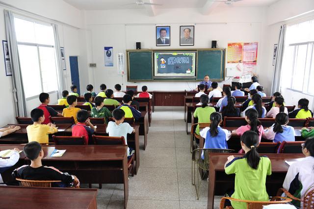 龙南:法治进校园助学生做学法懂法守法小公民