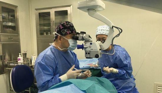 海南省首例ICL V4c晶体植入手术顺利完成