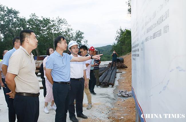 儋州市委副书记、市长朱洪武到兰洋镇调研脱贫攻坚和美丽乡村建设