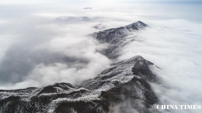 江西武宁:太平山雪后现云海奇观