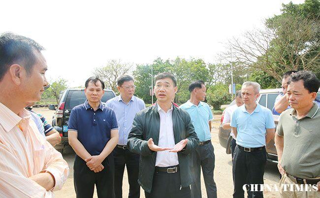 儋州市长朱洪武到木棠镇中心幼儿园建设项目现场办公