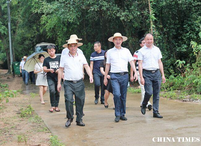 儋州市长朱洪武深入中和镇调研脱贫攻坚和乡村振兴等工作