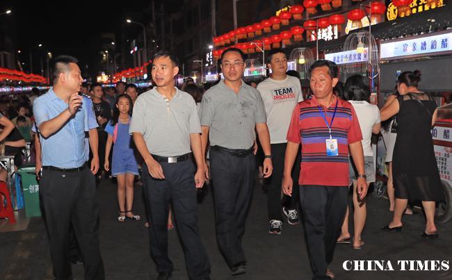 """儋州市长朱洪武率队夜巡那大城区""""一创两建""""工作"""