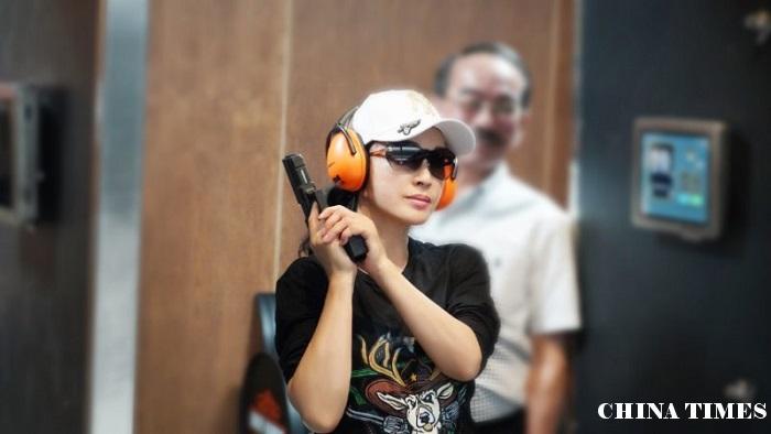 刘晓庆参演战争题材电影《八佰》7月上映