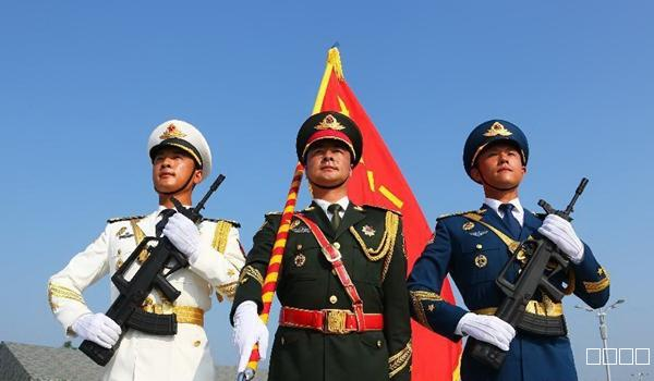 龙8娱乐首页诗苑撷粹:容炜俊《七律•新中国成立七十周年阅兵赞》
