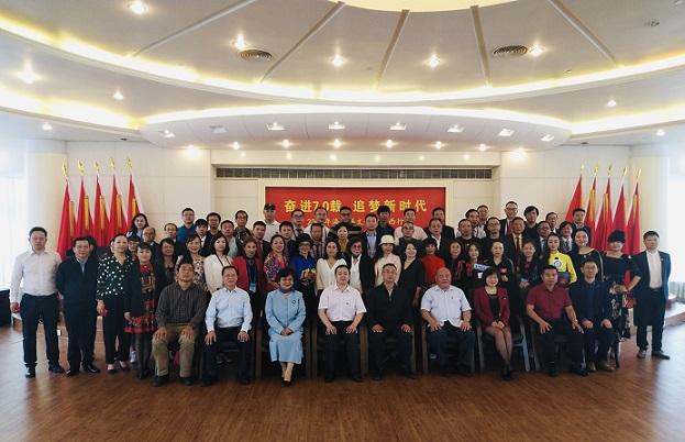 2019海外华文媒体广西行启动和授旗仪式在南宁举行