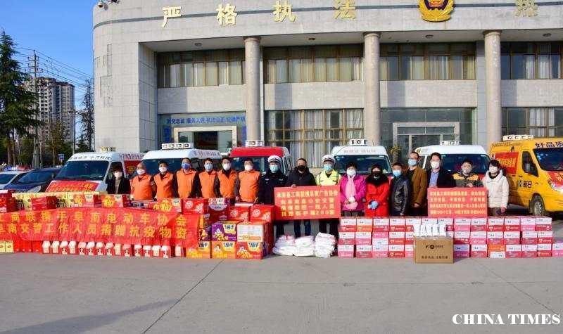 阜南县工商联携爱心企业慰问疫情防控一线交警