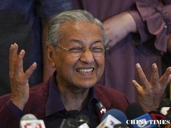 马来西亚政坛大地震 总理马哈蒂尔请辞