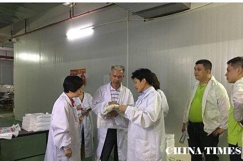 工信厅副厅长陈万馨调研诚佳美塑料包装公司环保产品研发生产项目