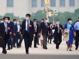 全国政协会议北京开幕 全体为疫情殉职及病逝患者默哀