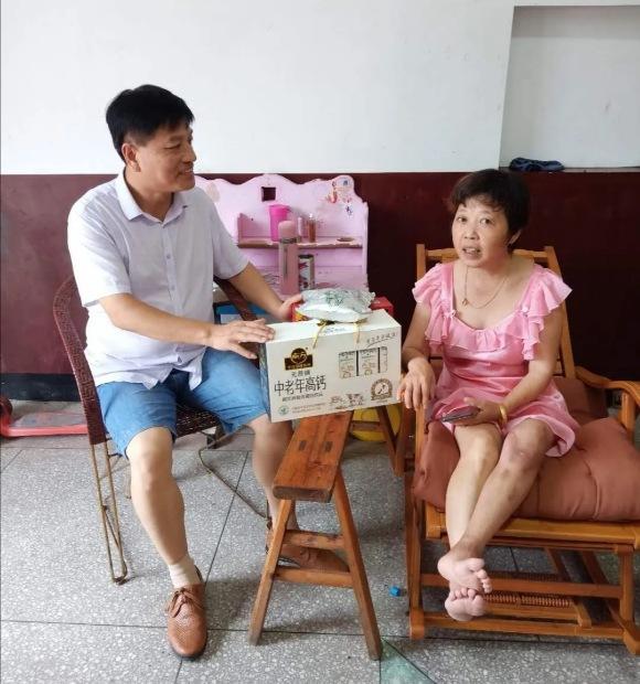 江西:临湖中心小学工会开展关爱教师活动