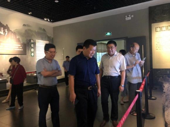 江西省横峰县退休老干部来玉山博物馆参观