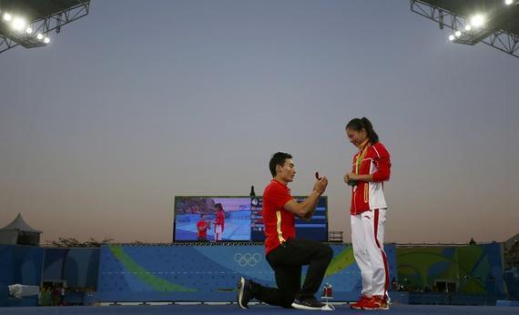 网友热议秦凯求婚:爱情是最重要的奖牌