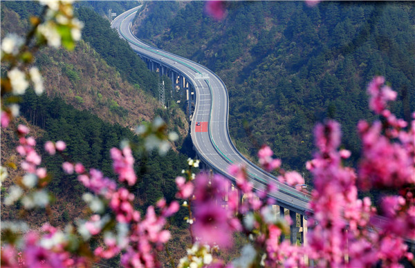 """贵州:高速公路成为助推经济发展""""加速器"""""""
